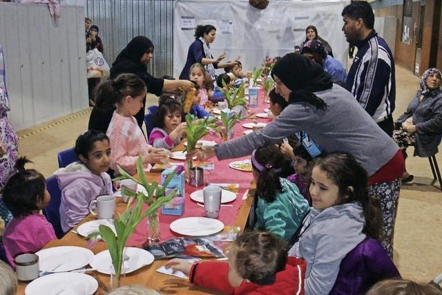 Leckere Überraschung für die Flüchtlinge