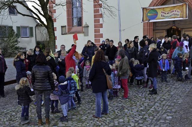 Kirchhofen holt die Familien in die Kirche