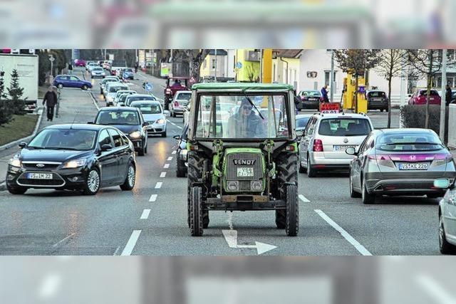 Bauernprotest bewirkt lange Autoschlangen im Feierabendverkehr