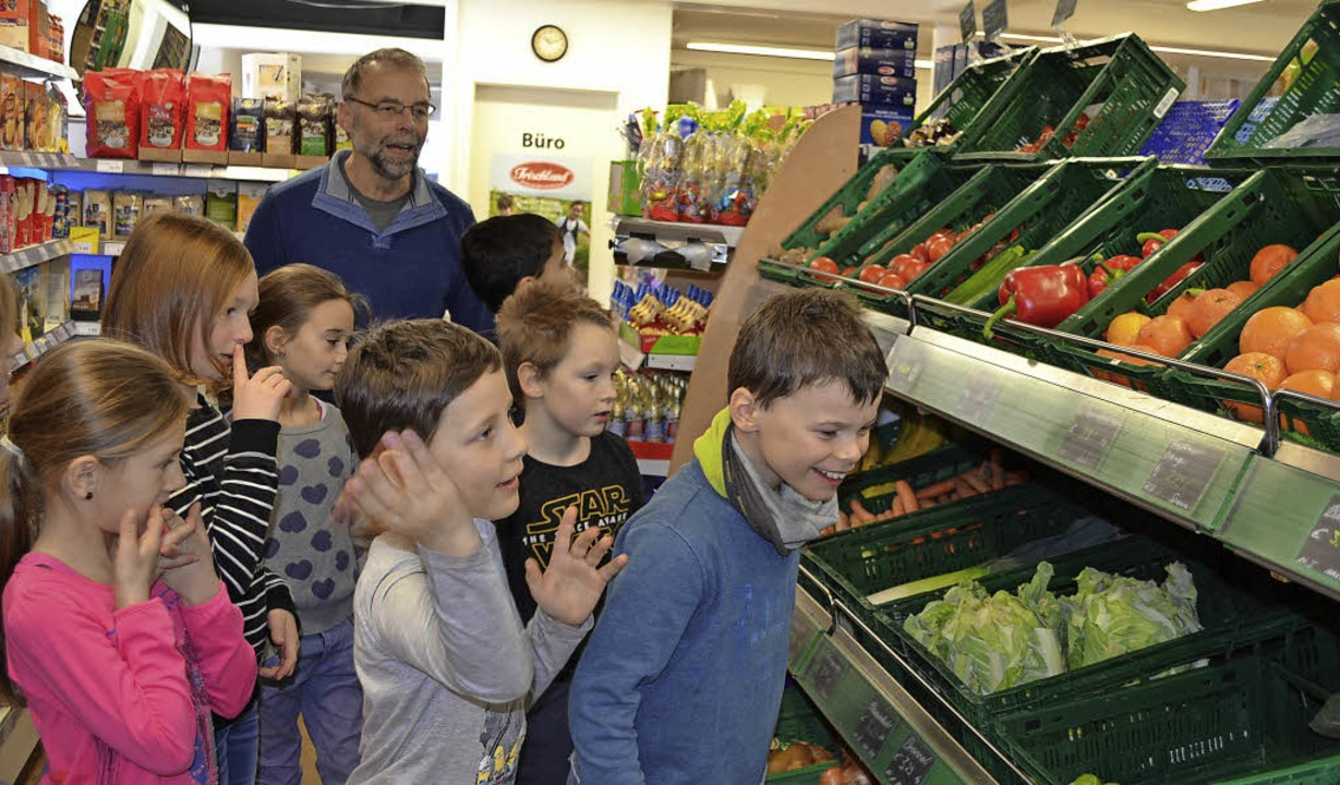 Aha, so viel kostet  Obst und Gemüse. ...kunden, wie sich Geldausgeben anfühlt.    Foto: Liane Schilling