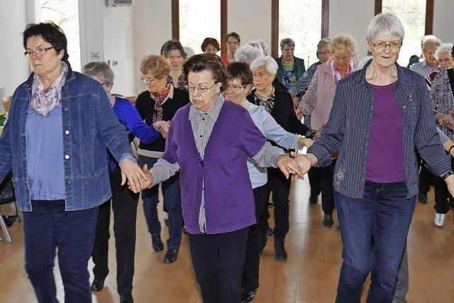 Den fleißigen Tänzerinnen fehlt es an Männern