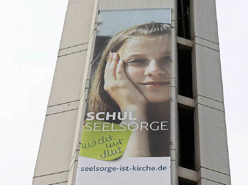 Gut sichtbar: der Turm der evangelischen Markuskirche  in Freiburg  | Foto: Ingo Schneider