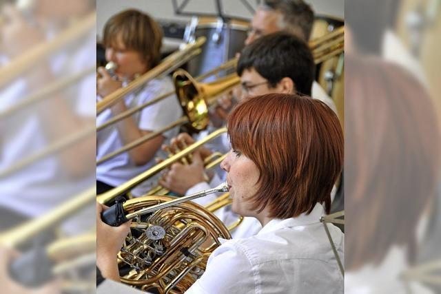 Stadtmusik Lörrach gibt Benefizkonzert in der Reihe