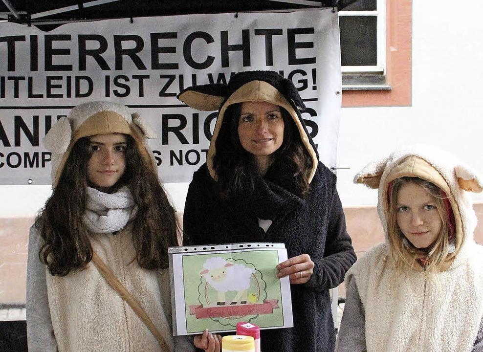 Aktivistinnen von Animals United auf dem Marktplatz   | Foto: J.Reinbold