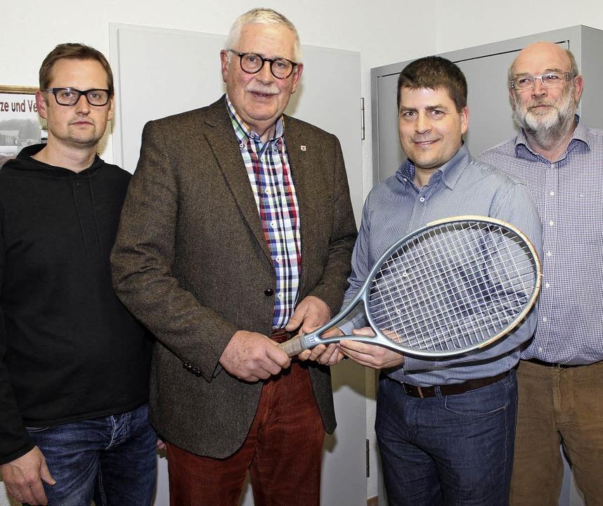 Doppelwechsel im Vorstand des Tenniscl...pitznagel (links) Herbert Hinrichs ab.  | Foto: mario schöneberg