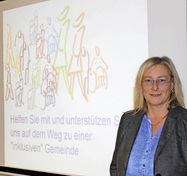 Inklusionsvermittlerin Christina Cleme...ng des Gottenheimer Gemeinderats vor.   | Foto: Schöneberg