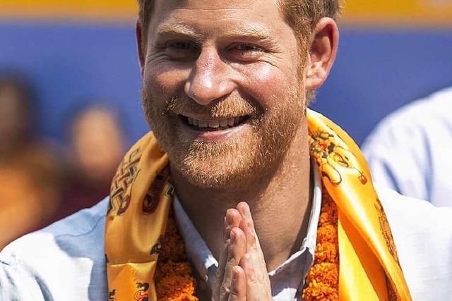 Prinz Harry besucht nepalesische Elitesoldaten