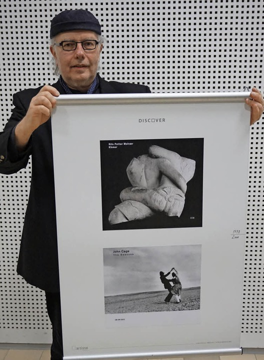 Reinhard Vogt zeigt sein  Lieblingscoverpaar.   | Foto: Julius Steckmeister