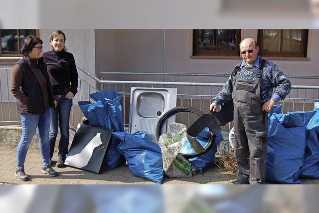 Plastikmüll, alte Reifen und eine Spüle