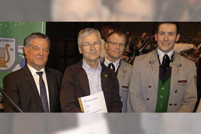Goldene Ehrennadel für 50 Musikerjahre