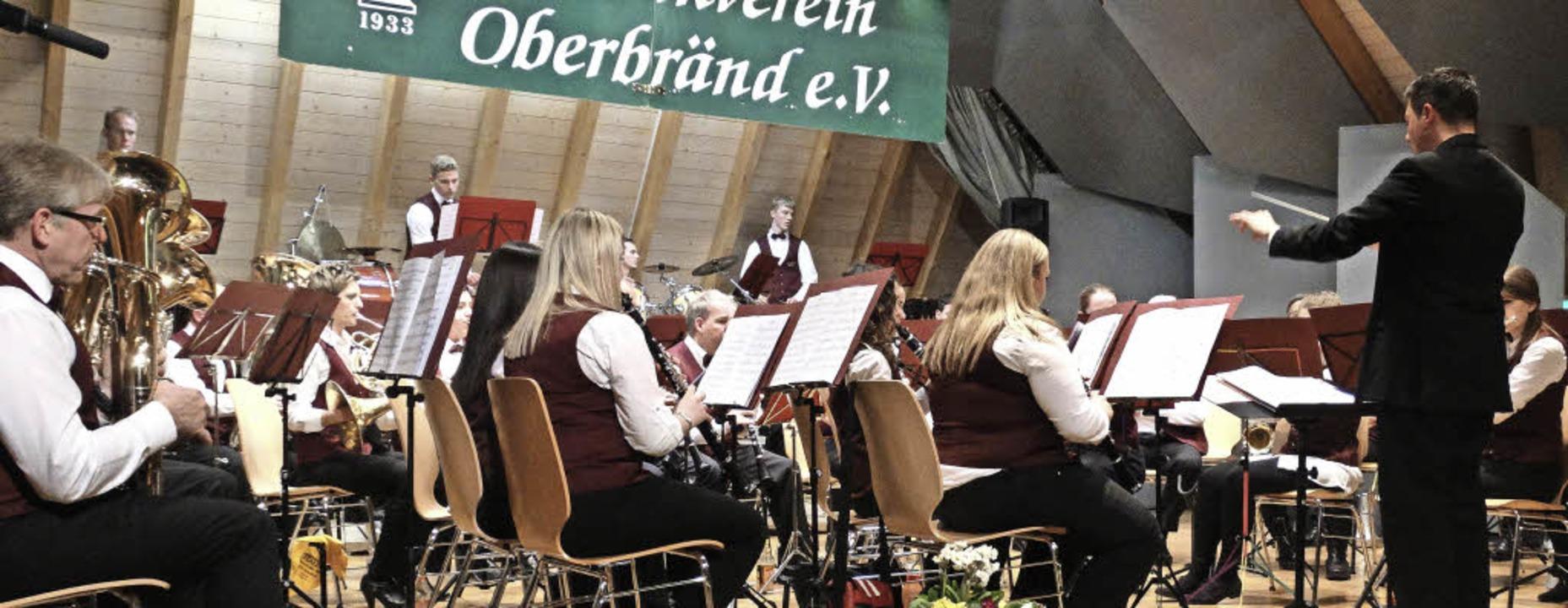 Die Gäste des Musikvereins Opfingen, u...n  mit abwechslungsreicher Blasmusik.   | Foto: Silas Schwab