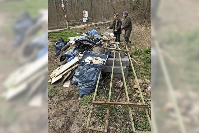 Müll im Rheinwald gefährdet Wildtiere - Jäger räumen auf
