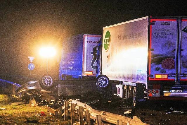 Unfall nach Verfolgungsjagd: Drei Menschen sterben