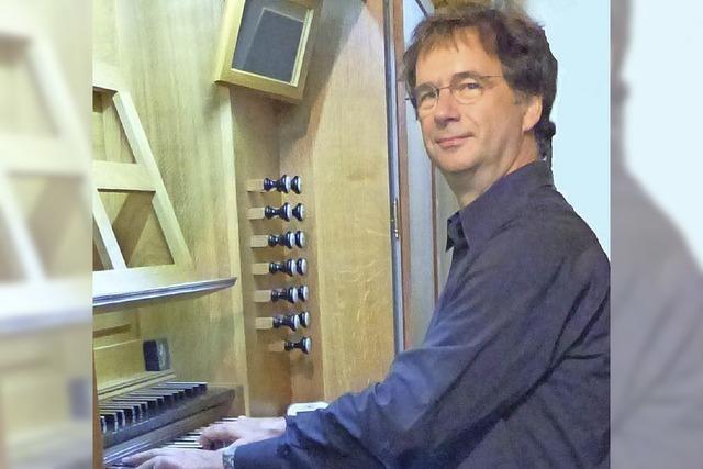 Martin Groß (Orgel) und Felicitas Ohnmacht (Violine) musizieren in der evangelischen Kirche