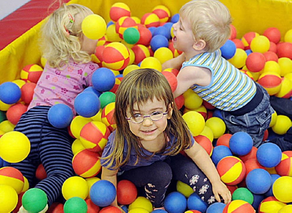 Kindergartenplätze zu schaffen ist kein Kinderspiel.     Foto: Deck (dpa)