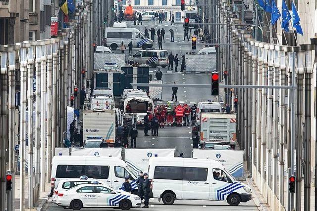 Mindestens 34 Tote und 230 Verletzte nach Anschlägen - Polizei sucht Verdächtigen