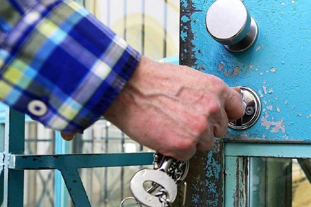 Sicherungsverwahrter macht sich an Mädchen heran – Haftstrafe