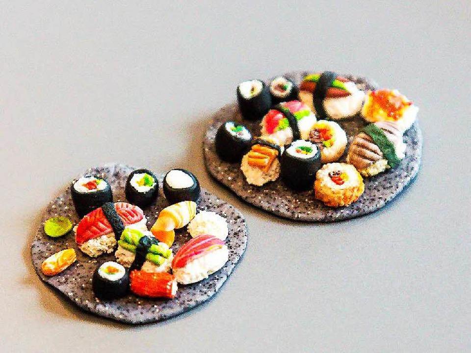 Selbst die Sushi-Platten gleichen dem Original  | Foto: Oliver Huber