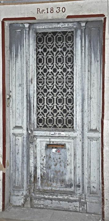 Ein Gebäude mit Geschichte: Die Inschr...auf eine Renovierung im Jahr 1830 hin.  | Foto: Rainer Ruther