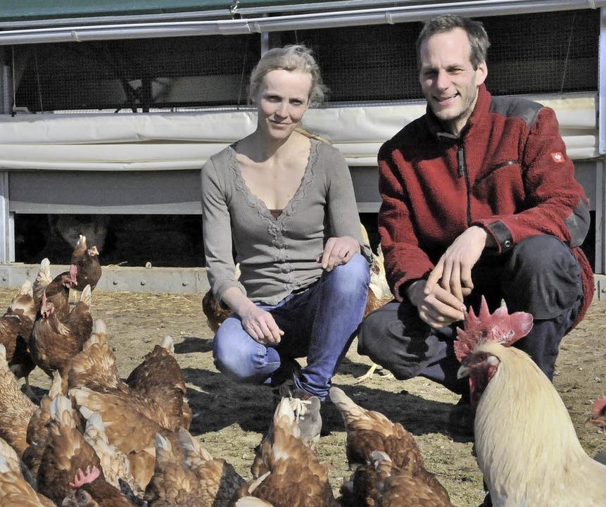 Seit Mitte 2015 bewirtschaften Sigune ...h einen mobilen Hühnerstall eingeführt  | Foto: Markus Zimmermann