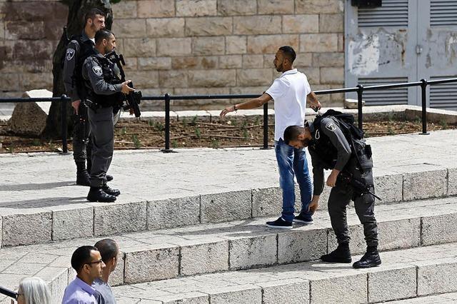 Israelischer Soldat tötet am Boden liegenden Angreifer