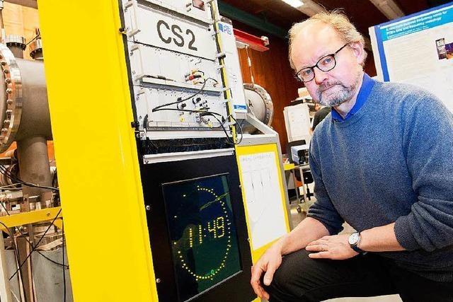 Physiker Andreas Bauch überwacht die Zeitumstellung