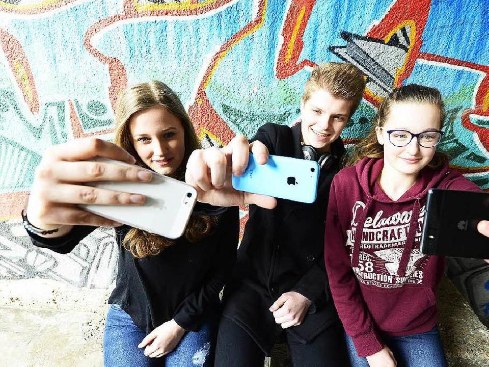 Dürfen  in den Pausen smartphonen: Mar...es Freiburger Walter-Eucken-Gymnasiums  | Foto: Ingo Schneider/dpa