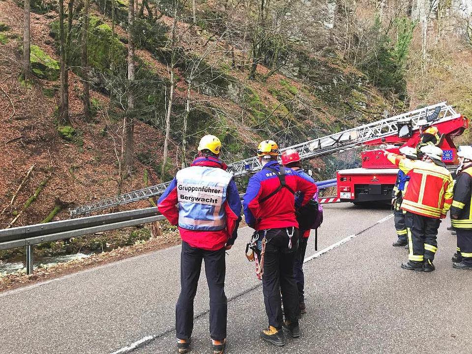 Mit der Drehleiter wurden die Wanderer gerettet.    Foto: Bergwacht
