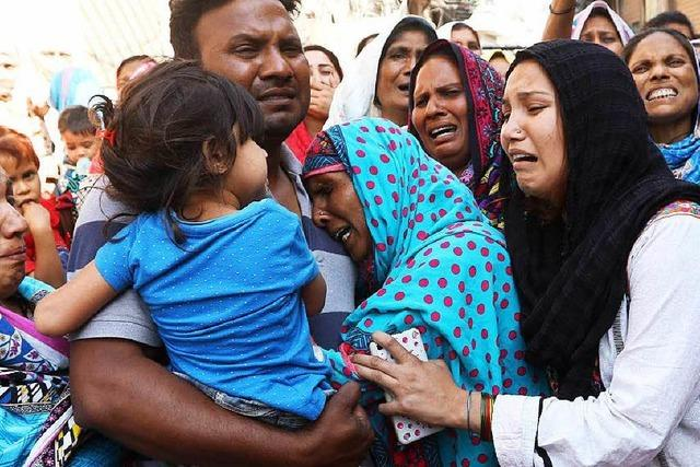 Razzien und Trauer nach Anschlag in Pakistan