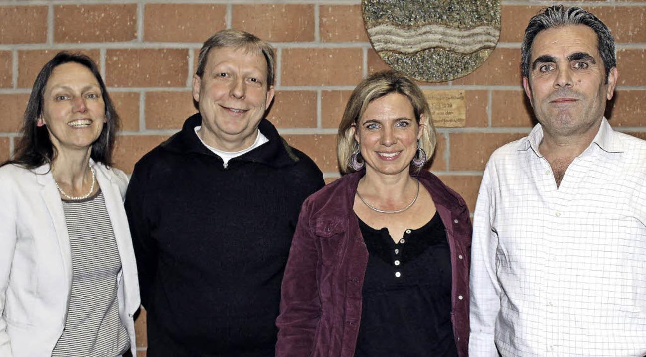 Ruth Götzmann, Caritas,  Heimleiter Wi...ther und   Taufik Alhamud (von links).  | Foto: Anja Bertsch