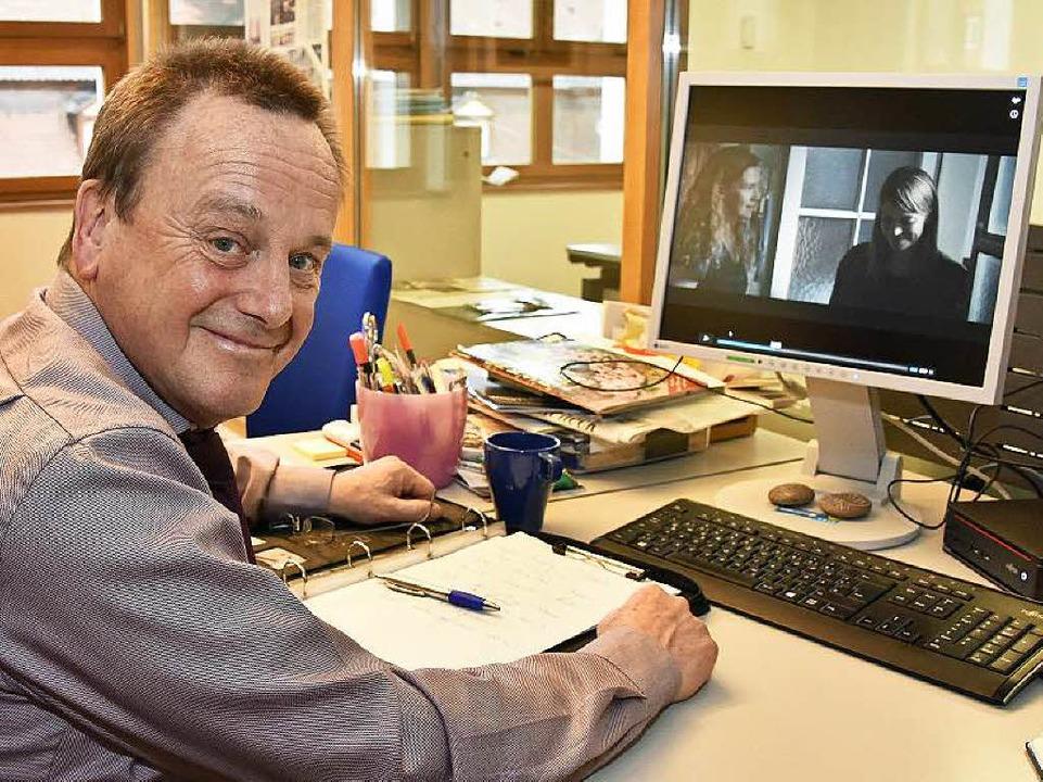 Erster Kriminalhauptkommissar Konrad Rotzinger in der Stadtredaktion     Foto: Michael Bamberger
