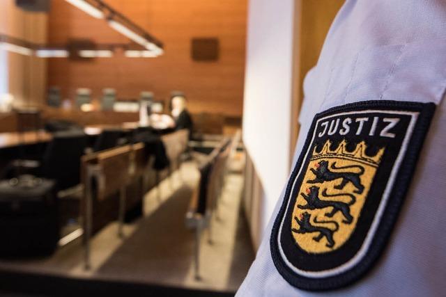 Angeklagter Polizist erscheint nicht zum Prozess – Haftbefehl