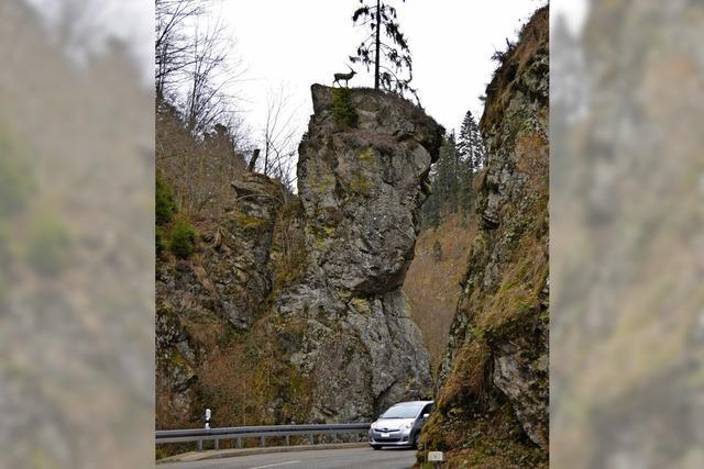 Hirschsprung im Wehratal: Unbekannte stellen lebensgroße Tierfigur auf