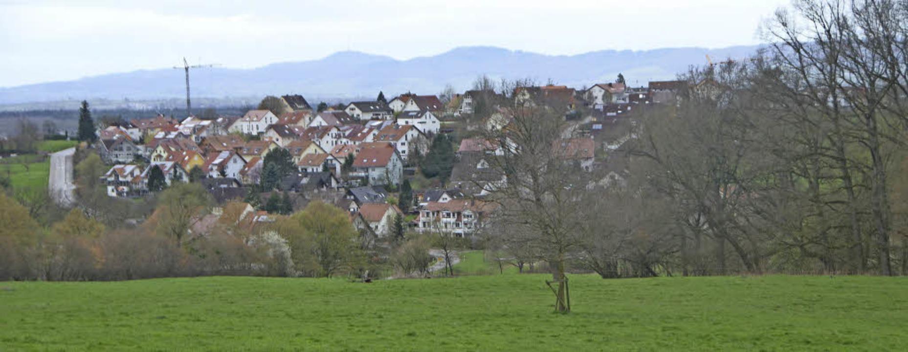 Gewachsene Ortschaft  im Grünen: Das B...chen Charakters von Windenreute  ein.   | Foto: Gerhard Walser