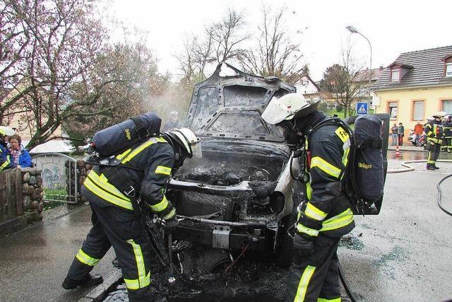 Auto ging in Lörrach-Tumringen in Flammen auf