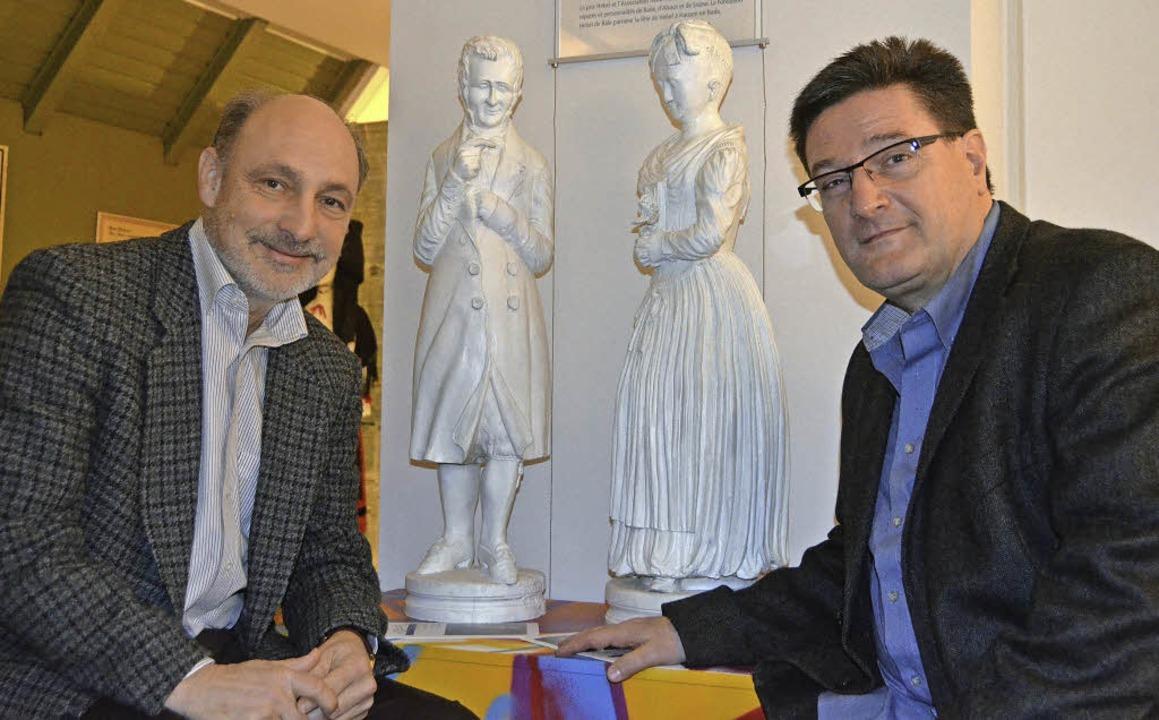 Museumsleiter Markus Moehring (li.) un...olker Habermaier mit Hebel und Vreneli  | Foto: Sabine Ehrentreich