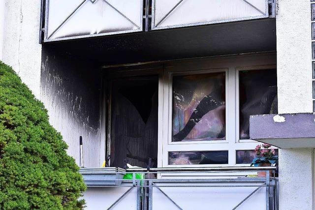 Feuer in Mehrfamilienhaus: Brandursache noch unklar