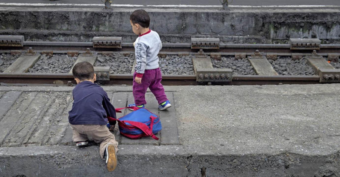 Flüchtlingskinder am Budapester Bahnhof  | Foto: dpa/Alex Goldgraber