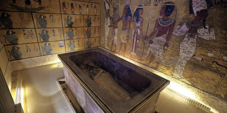 Vielleicht liegt Nofretete (oben) neben Tutanchamuns Gruft.    Foto: dpa