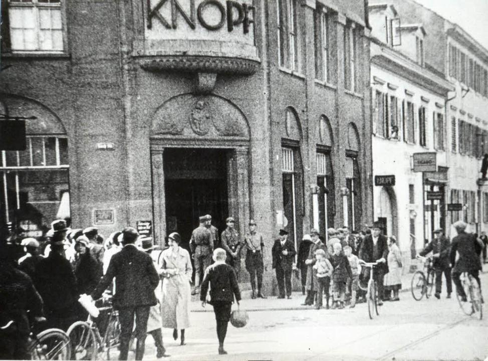 SA vor dem Kaufhaus Knopf in Lörrach     Foto: Dreiländermuseum