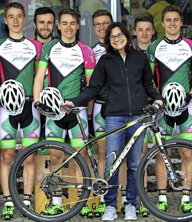 Das Team mit Betreuerin Andrea Gutmann   | Foto: Privat