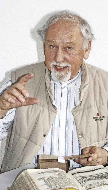 Hans-Jürgen Günther ist auch Buchliebh...211; es erschien seinerzeit jährlich.   | Foto: Sylvia-Karina Jahn