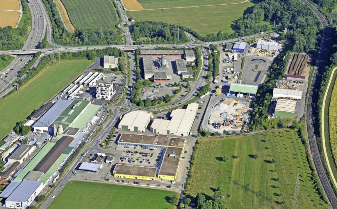 Der ehemalige A3-Werkhof (Mitte) liegt... und könnte als Rasthof genutzt werden    Foto: Gerry Thönen