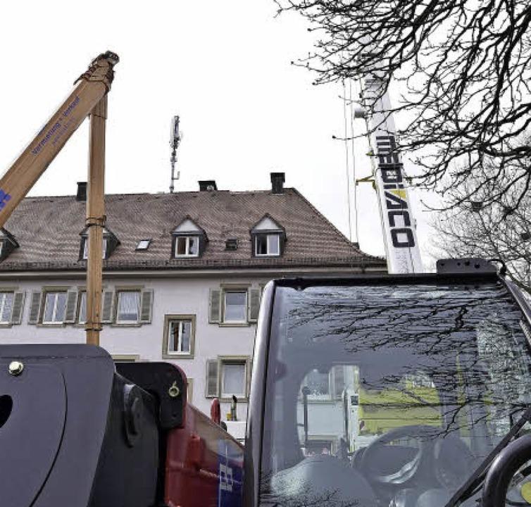 Ein Mobilfunkmast auf dem Dach der Wil...rsetzt, sorgt für Protest im Quartier.  | Foto: Thomas Kunz