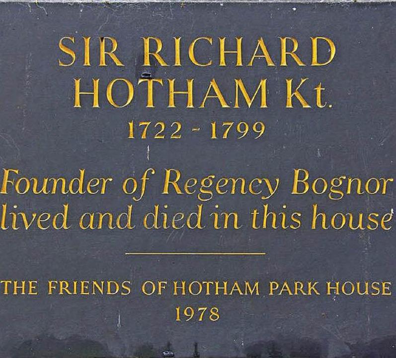 Erinnerungsplakette für Sir Richard Hotham     Foto: Clevett