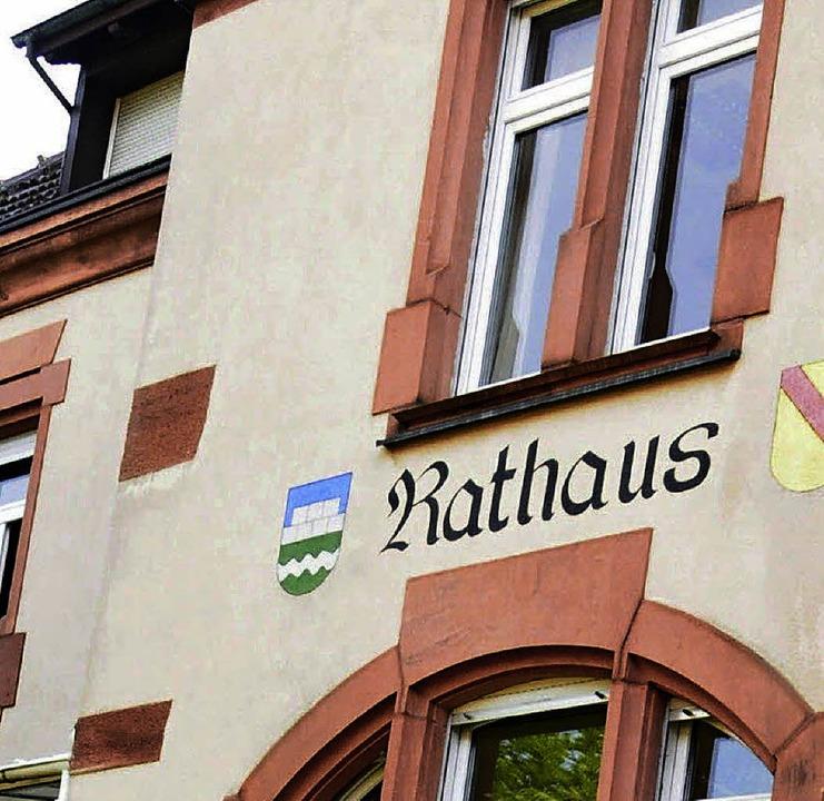 """Ist die Steinemer """"Rathaus-Affär... Tisch? Zwei BZ-Leser zweifeln daran.     Foto: Bergmann"""