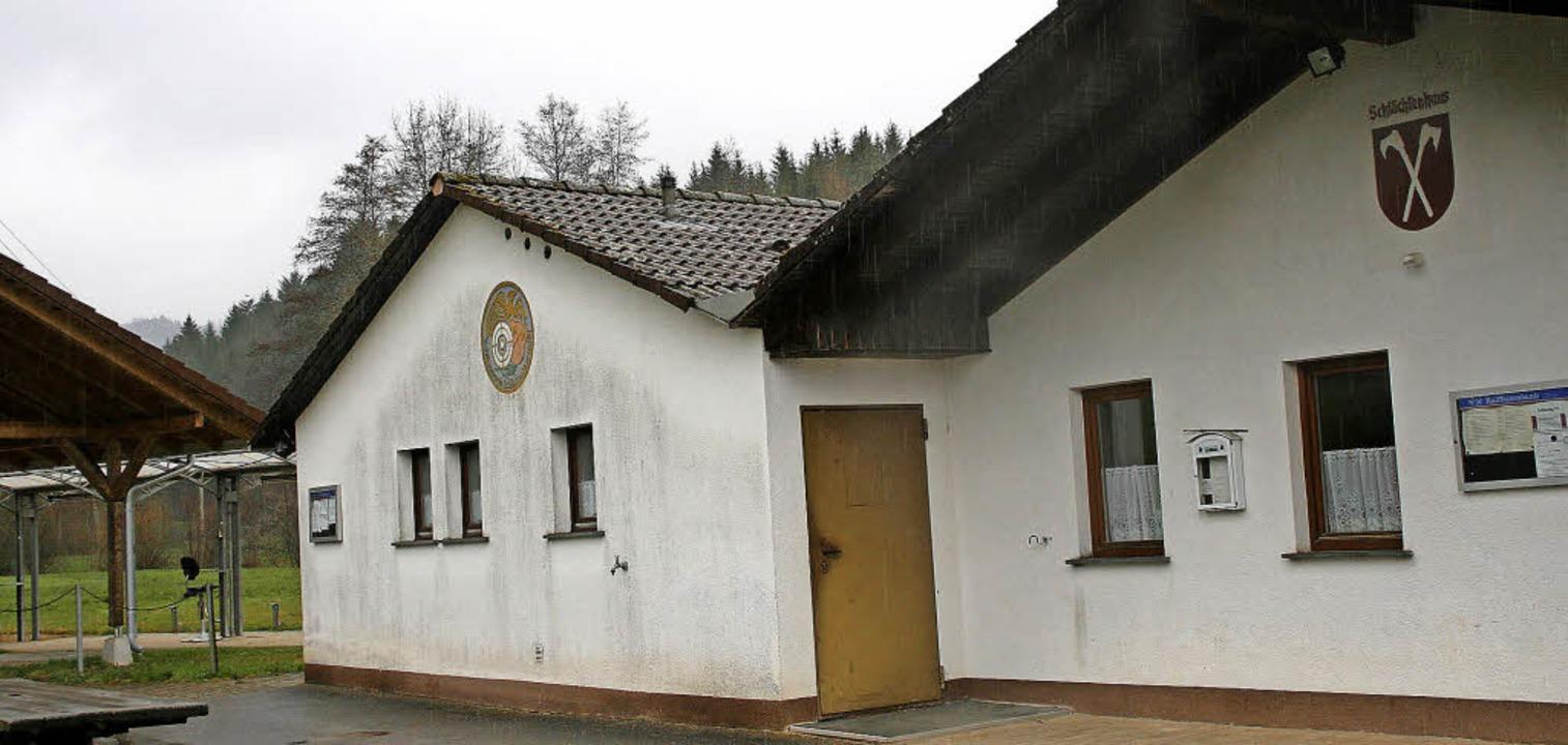 Das Schützenhaus in Schlächtenhaus wur...ugel wie auch Wurfscheiben unterzogen.  | Foto: Ralph Lacher