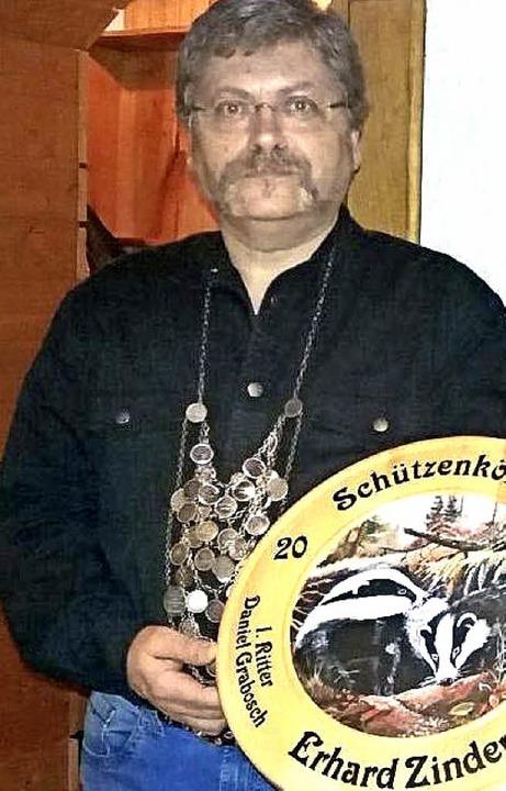 Der neue Schützenkönig Erhard Zinder e...rsammlung des SV Schlächtenhaus-Hofen.  | Foto: Ralph Lacher