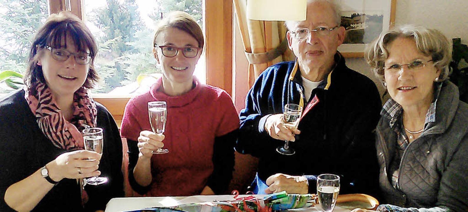 <BZ-FotoAnlauf>Gäste-Ehrung:</BZ-FotoA...it 30 Jahren nach Todtnauberg kommen.     Foto: privat