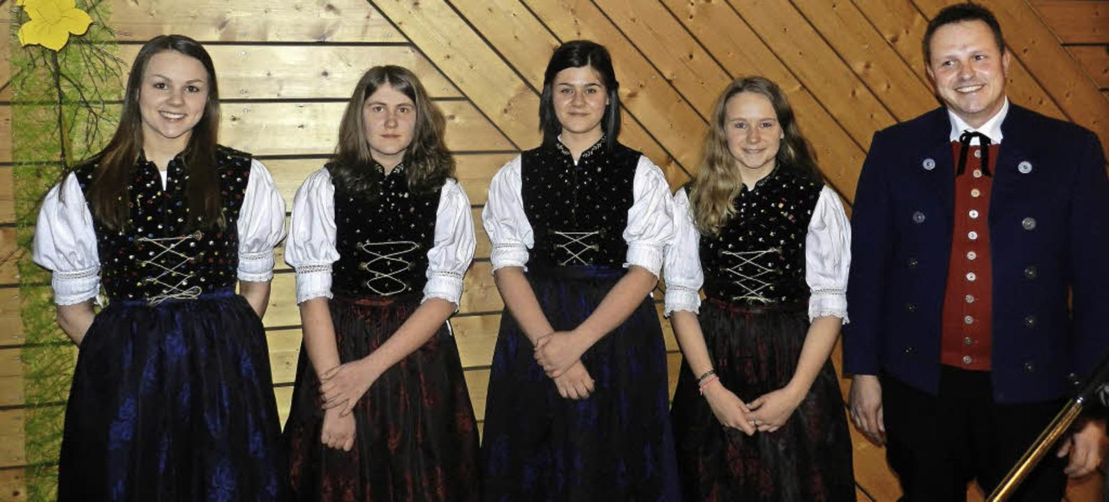 <BZ-FotoAnlauf>Fröhnder jungmusiker: <...tenkapelle, Stefan Brehm (von links).     Foto: Gerhard Wiezel